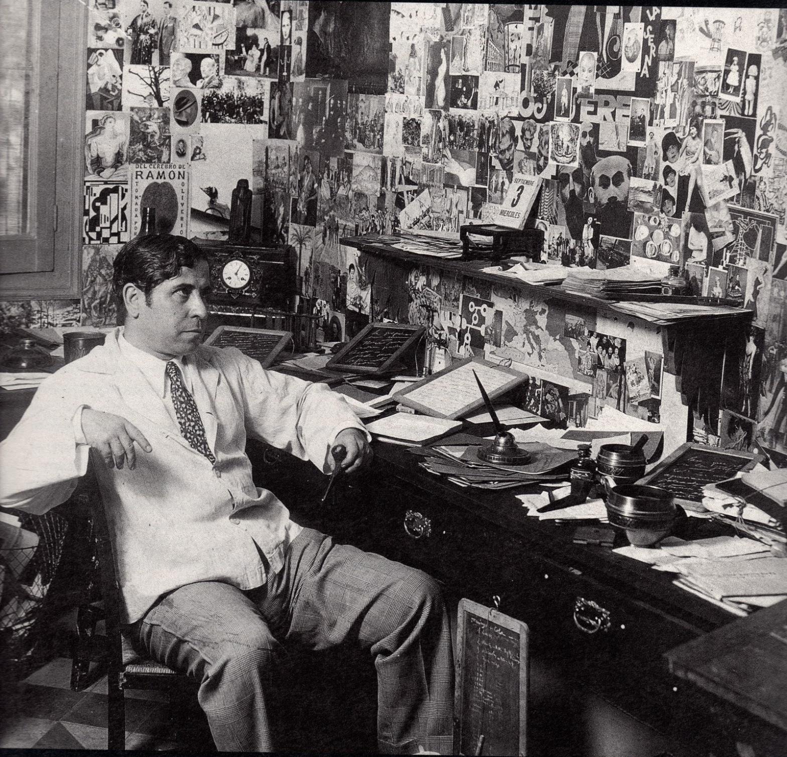 Gómez de la Serna en su despacho