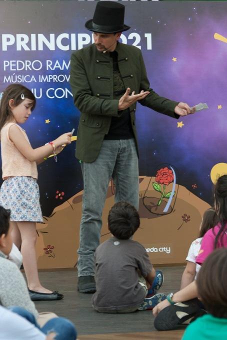 Representación en Marineda City el 23 de abril de 2017. Foto de Andrés Prado.